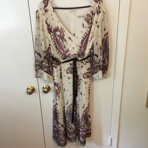 Lovely v neck 3/4 sleeve dress